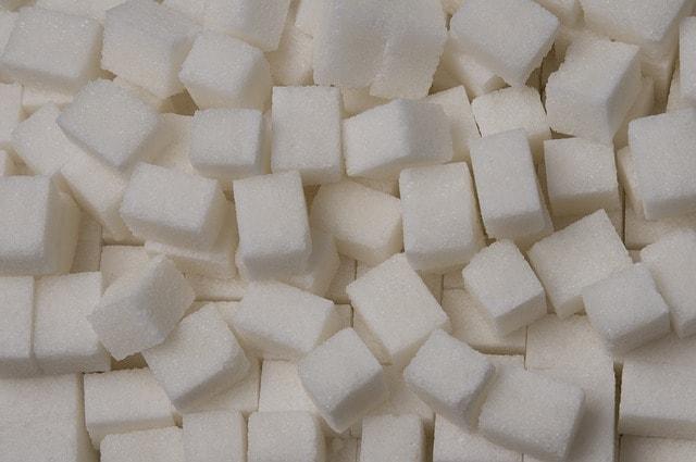 En hög med sockerbitar